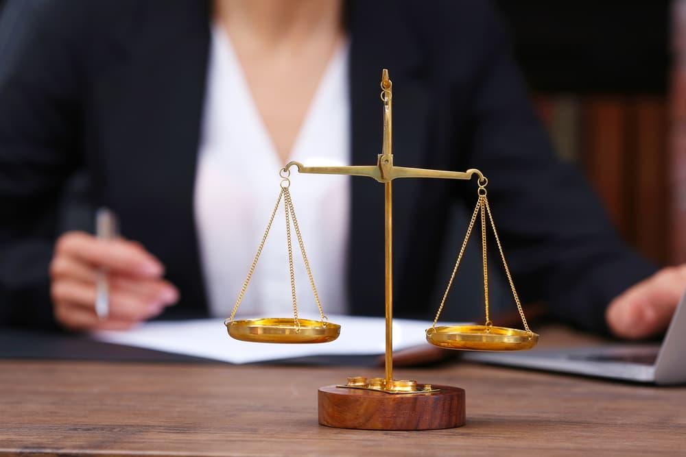 誹謗中傷の相談は慰謝料も請求できる弁護士へ